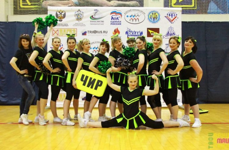 Video of the performances of cheerleaders mothers