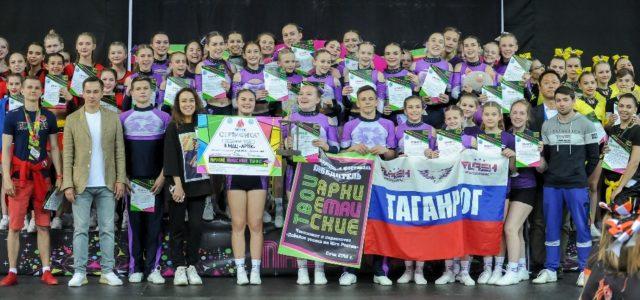 Чирлидеры спортивной школы №3 города Таганрога на фестивале